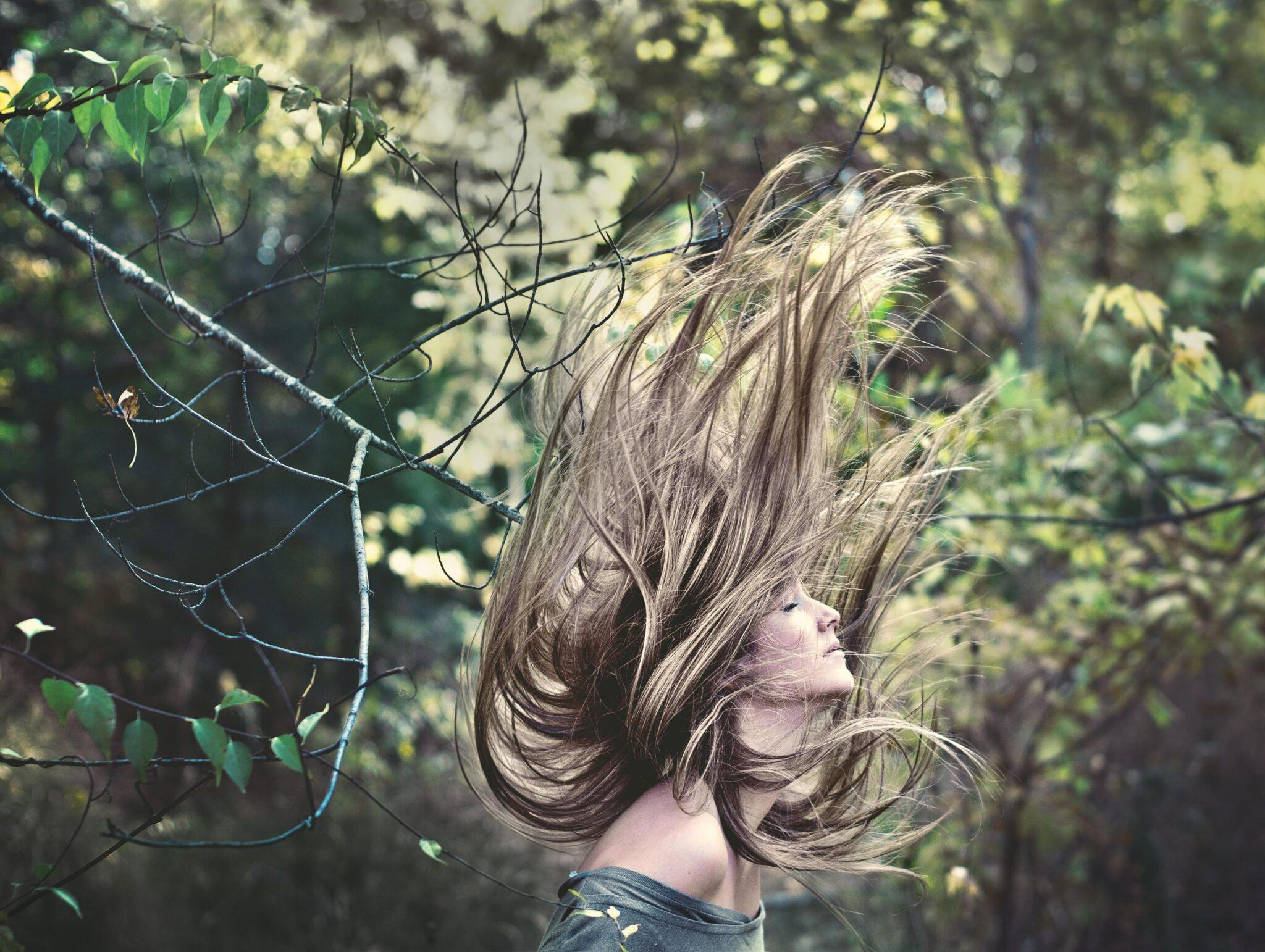 Met de handen in het haar
